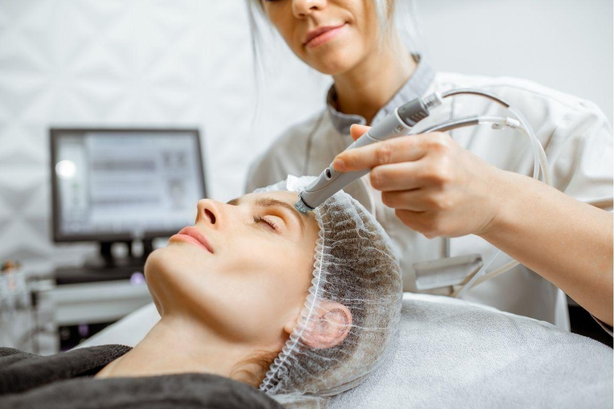 Zabieg medycyny estetycznej wykonywany w Klinice Genesis